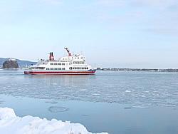2007-02-07 砕氷船が流氷の海へ