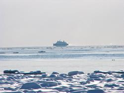 2007-02-13 砕氷船が行く